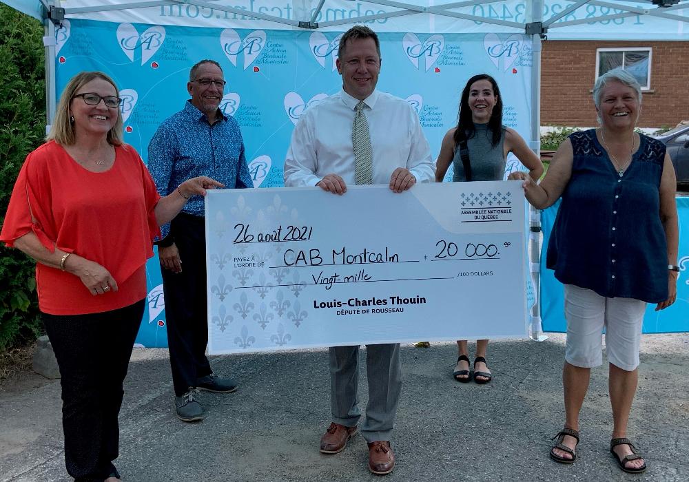 Louis-Charles Thouin remet 20 000 $ au Centre d'action bénévole de Montcalm pour la mise en œuvre du programme Repère Aînés Montcalm